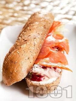 Сандвич с пушена сьомга и сирене Крема - снимка на рецептата